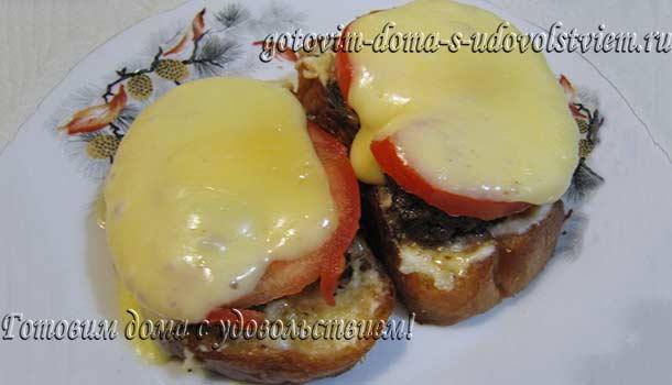 вкусный бутерброд со шпротами