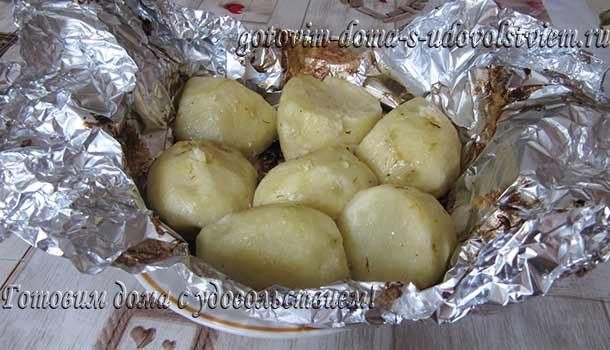 картофель-запеченный-в-сметане-в-духовке-в-фольге
