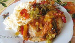 Пряная курица тушеная с овощами в духовке