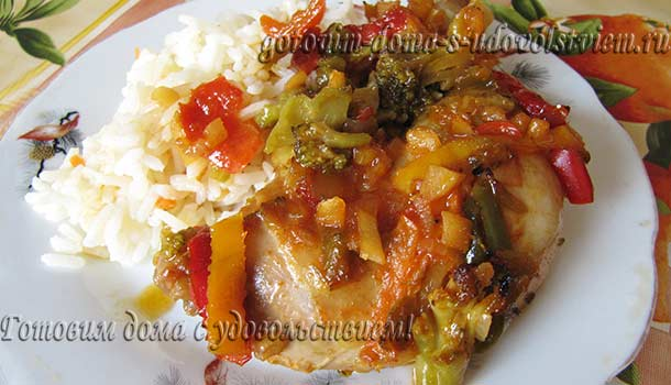 курица тушеная с овощами в духовке