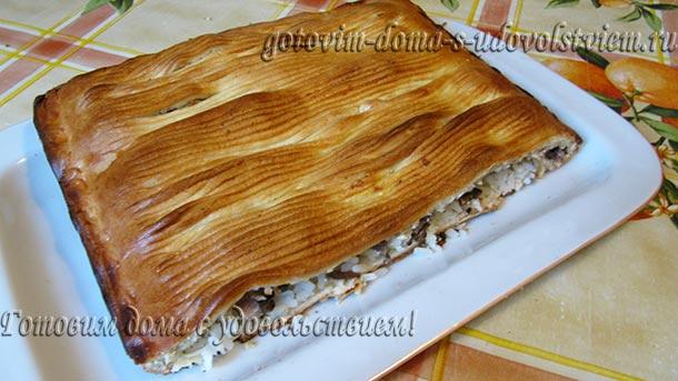 пирог из слоеного теста с рыбой