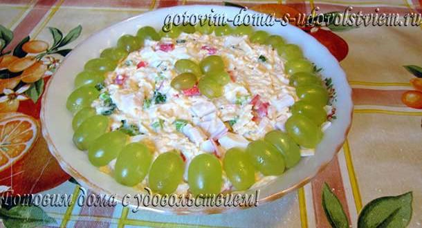 салат с крабовыми палочками сыром и яйцом
