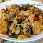 Овощное рагу с цветной капустой, кабачком и чесночными стрелками