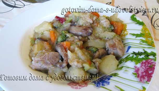 жаркое-по-домашнему-из-свинины-с-картошкой-и-грибами