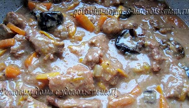 тушеное мясо с черносливом в духовке