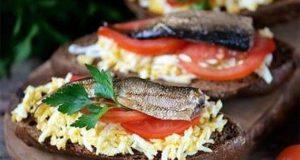 бутерброды со шпротами рецепты с фото простые и вкусные