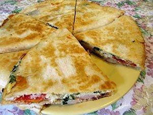 Кесадилья с ветчиной и сыром