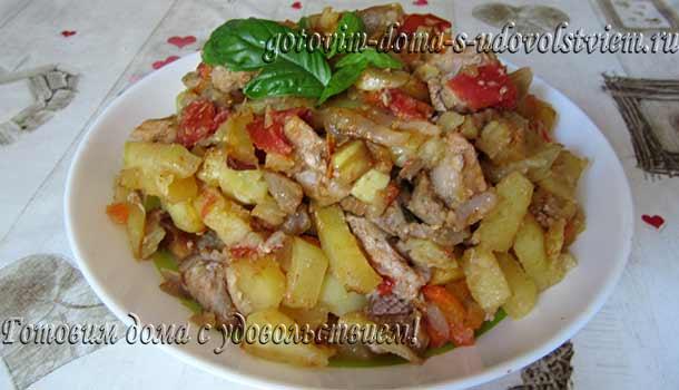 свинина с картофелем и помидорами запеченная