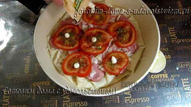 капелька майонеза на помидор