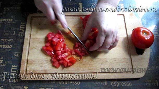 помидор нарезать кубиками